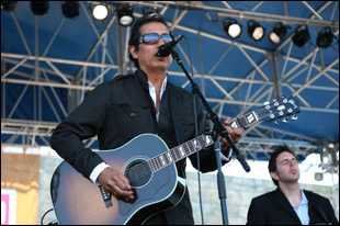 Alejandro Escovedo performing with his Gibson Southern Jumbo