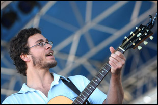 Amos Lee with a Gibson SJ-100