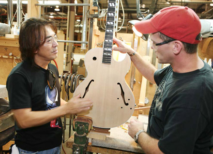 Tak Matsumoto Visits the Gibson Custom Shop in Nashville, Calls His Signature Les Paul a Dream Come True