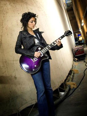 Gibson Guitar News Music Electric Guitar Player Katie Melua And Her Gibson Saturn Exclusive
