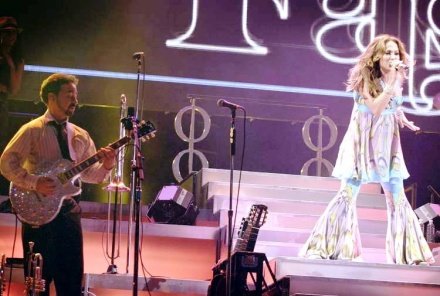 Jennifer Lopez and Guitarist Angel Fernandez playing a Gibson Les Paul
