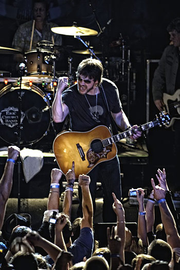 Eric Church Loves His Gibson Hummingbird!