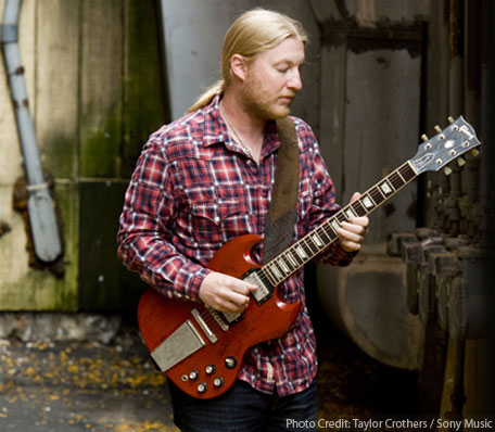 derek-trucks_by-taylor-crothers