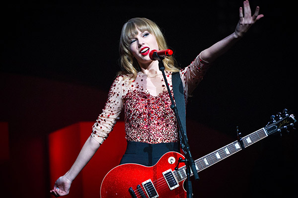 Rippin' It On-Stage:... Taylor Swift Age 15