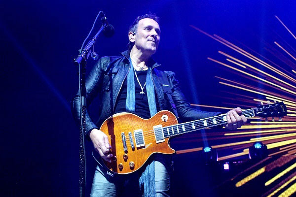 Vivian Campbell by Anne Erickson