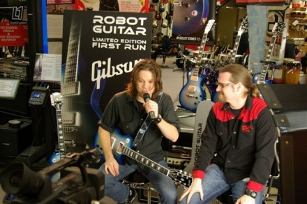 Andrew McKeag of The Presidents of the United States of America Demos the Gibson Robot Guitar