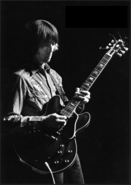 Eric Clapton with his ES-335