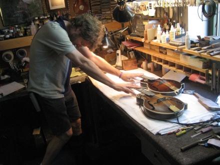 """Sam Bush """"blessing"""" Meiers' mandolin alongside """"Ole Hoss"""""""