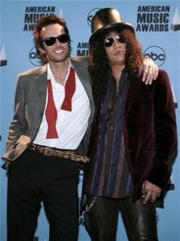 Scott Weiland and Slash at the AMA Awards show