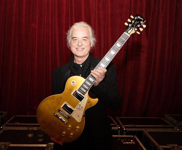 Richard Thompson wins the Gibson-Sponsored Mojo Les Paul Award
